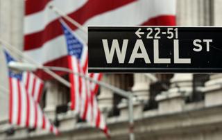 ニューヨーク証券取引所前にある「ウォール街」の市街表示【2011年8月撮影】