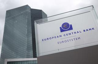 ドイツ・フランクフルトにある欧州中央銀行(ECB)の本店ビル【2015年2月撮影】