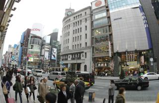 公示地価が上位にあることで知られる東京都中央区銀座4丁目付近【2010年3月撮影】