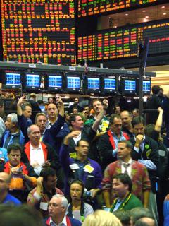 シカゴ商品取引所(CBOT)の穀物先物の取引フロア【2006年10月撮影】