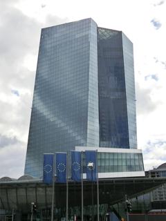 ドイツ・フランクフルトにある欧州中央銀行(ECB)の本店ビル【2015年9月撮影】