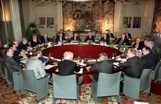 フランクフルトの本部以外の場所で初めて開かれた欧州中央銀行(ECB)の定例理事会(スペイン・マドリード)【2000年3月撮影】